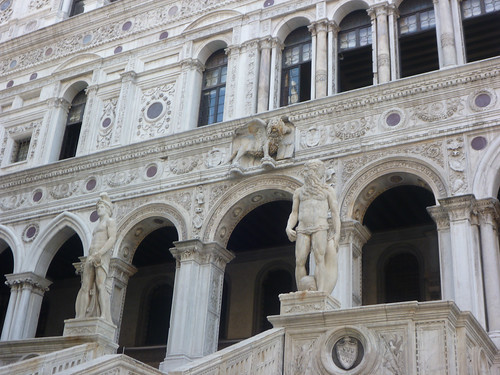 Palazzo Ducale - Inside the courtyard