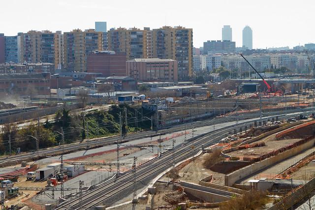 Frontera Utes Sant Andreu - Se puede ver como se va acervando el vial de vehículos desde Ronda Sant Martí - 23-01-12