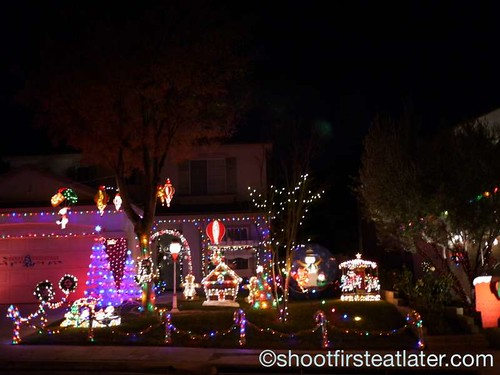 Houses with Christmas Lighting in California-8