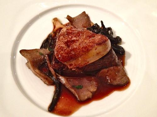 フォワグラと和牛フィレ肉のソテーとフランス産茸のフリカッセ アルマニャックソース