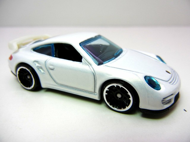 hot wheels porsche 911 gt2 white (2)