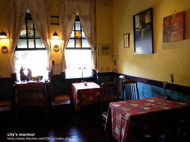 很有復古風情又帶點歐洲小館味道的窄門咖啡。