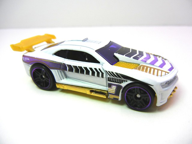 hot wheels '11 camaro ss (2)