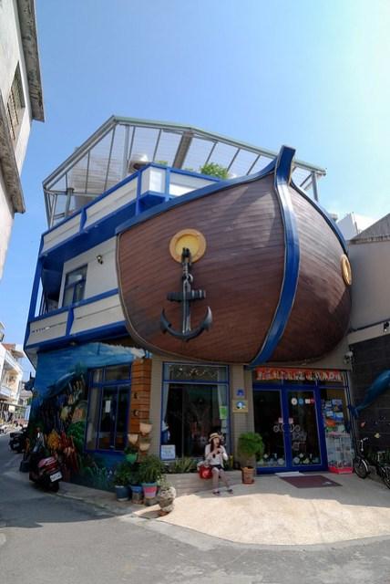 把屋子外頭蓋得像艘船,真夠有心的