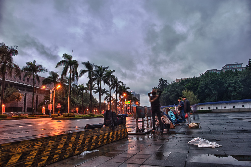 chiang kai shek memorial hall early in the morning shooters
