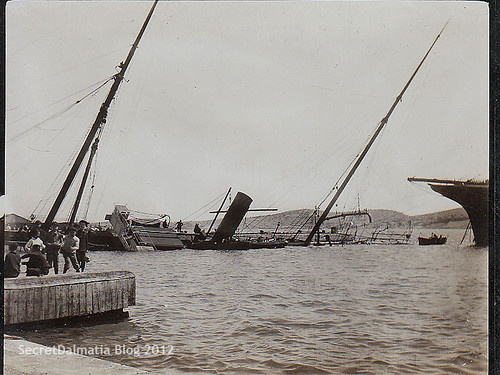 Ups! Galatea sunk at the main pier back on April 27th of 1907 (original photo from my private collection)