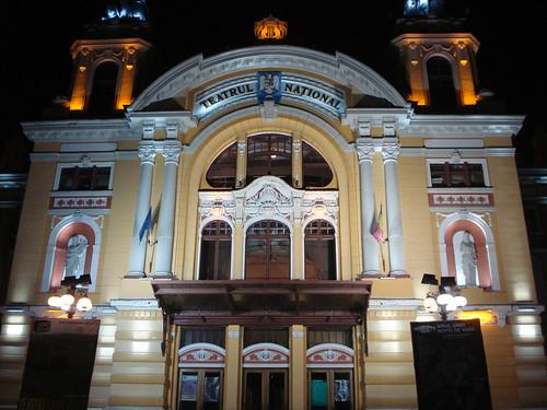 Teatrul, la ceas de seara