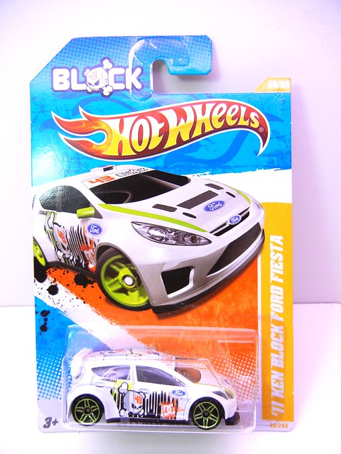 hot wheels '11 ken block ford fiesta white (1)