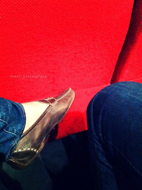 theater_sitz_füße