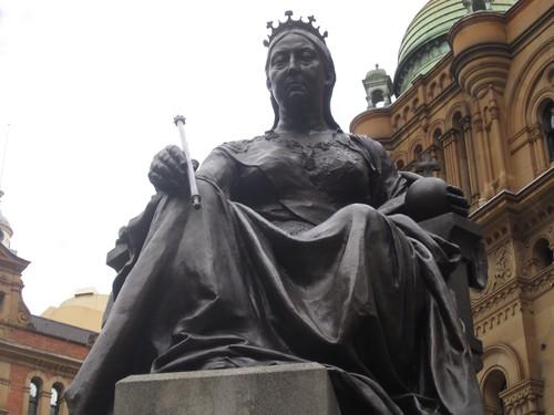 Queen Vicki looking imposing - 2012 9:39 AM