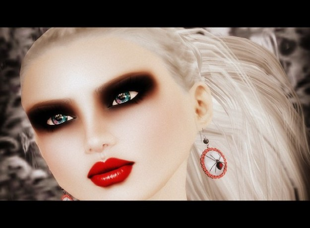 Closeup - GLAM AFFAIR LINN - Widow jewelry by Schadenfreude