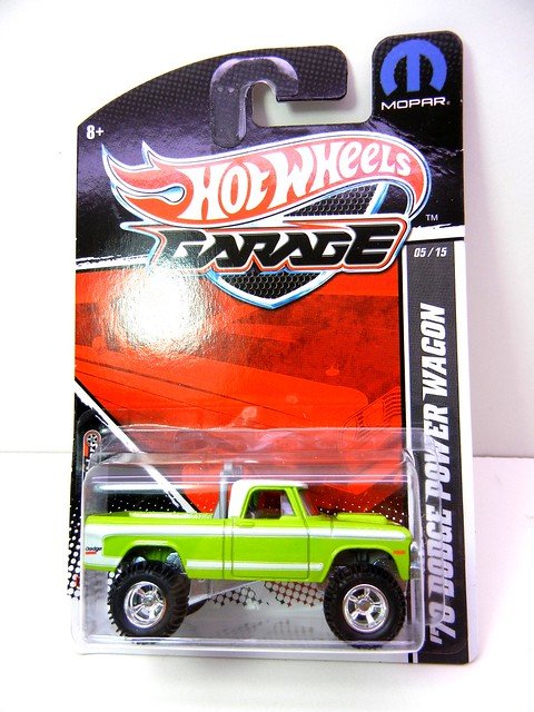 HOT WHEELS GARAGE 70'S DODGE POWER WAGON GREEN (1)