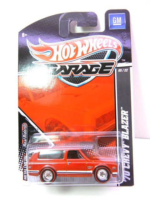 HOT WHEELS GARAGE 70'S CHEVY BLAZER RED (1)