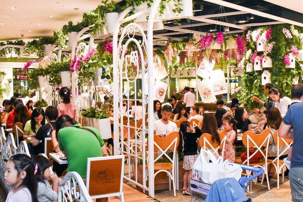 Hello Kitty Cafe Singapore_-3