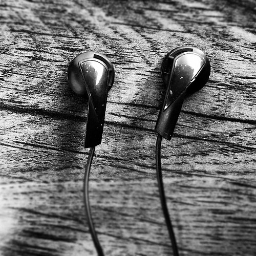 Haptic differentiation of left and right earphones. Now you can find L and R in the dark. #sennheiser