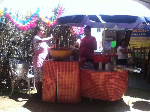 Sonya Flores y su tejate, Becari QR @ Oaxaca 03.2012