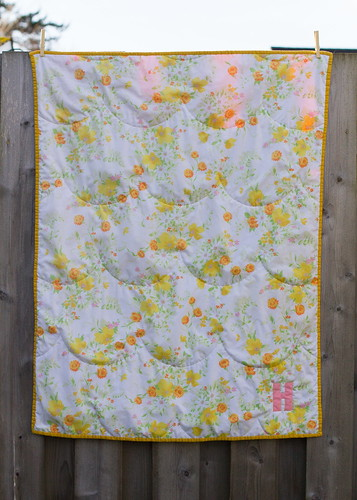 whole cloth scallop vintage sheet quilt (front)