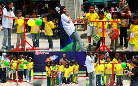 OSK 2012 - berphoto bersama advisor Kuark dan ballon race