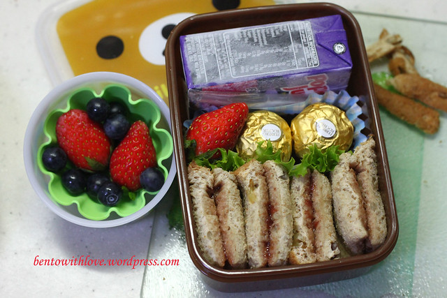 Simple Walnut Sandwich Bento