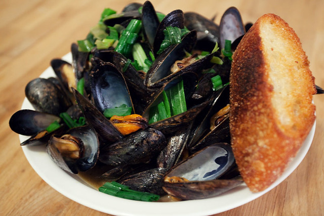 Mussels with green curry broth