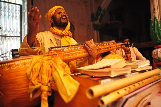 The Soulful singer at Radha Raman Mandir, Brij