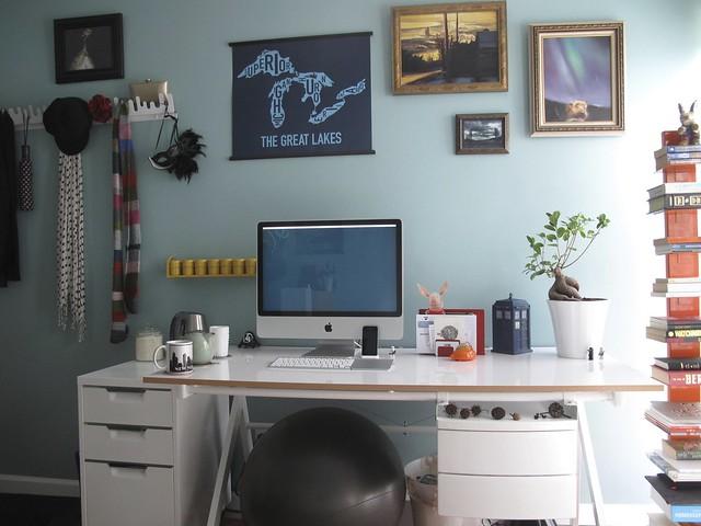 slightly more minimal desk setup