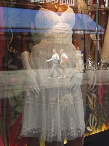 200705050023_Strasbourg-shopwindow