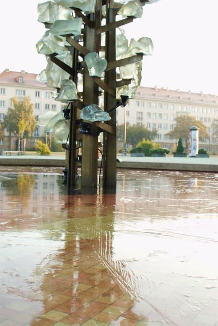 gefrorenes Wasser im Robotron-Brunnen