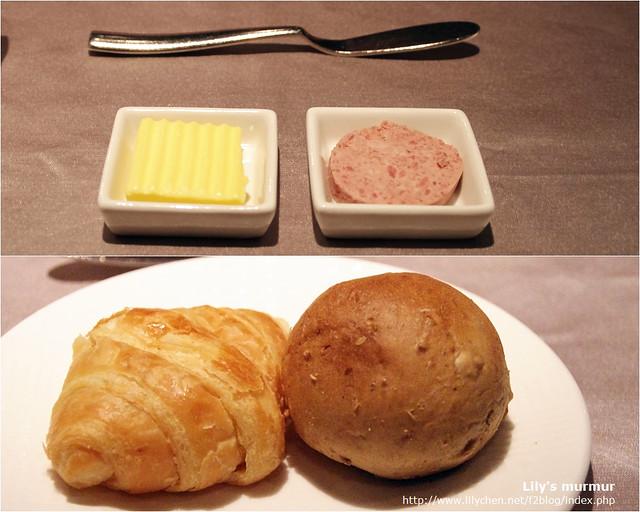 王品的餐前麵包,分別為可頌以及小圓餐包,抹醬有奶油跟肝醬。