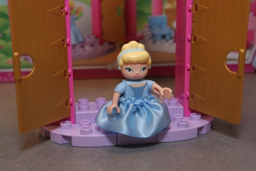 LEGO Toy Fair 2012 - Duplo Disney Princess - 6154 Ciniderella's Castle - 03