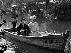 Wedding couple in a romantic row boat in Kurashiki.