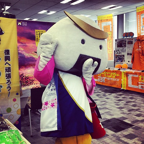 むすび丸。宮城県の観光PRキャラクターらしいです。社内で行われた復興支援東北物産展に来てました。
