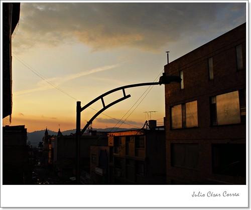 Puente sobre el horizonte by Julio César Correa