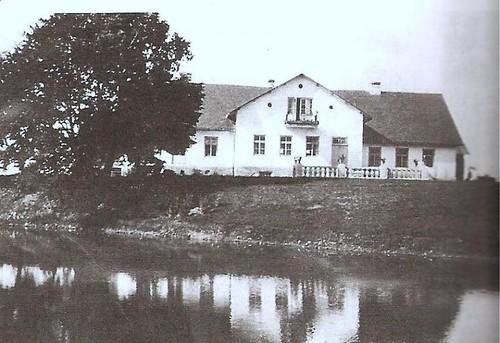 Lopiennik Manor House