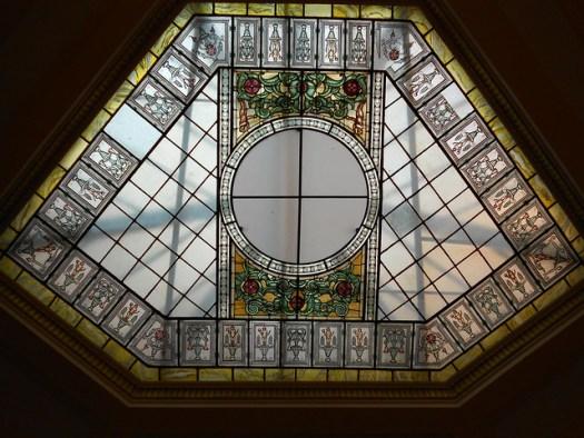 la vetrata centrale delle poste di Rovigo