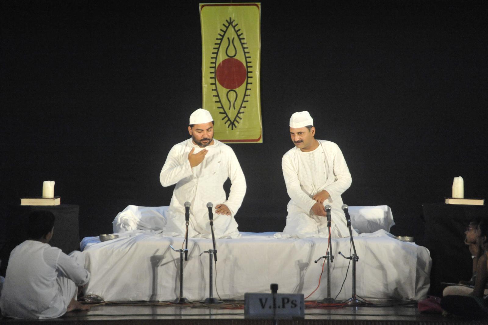Mr. Mahmood Farooqui and troupe, Dastangoi
