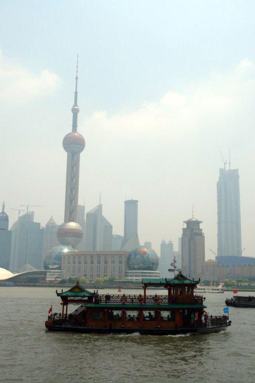 Las viejas tradiciones de Shanghai han aprendido a convivir en harmonía con el nuevo y futurista entorno de Shanghai creado en las últimas décadas