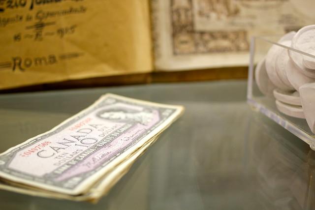 Fake canadian money