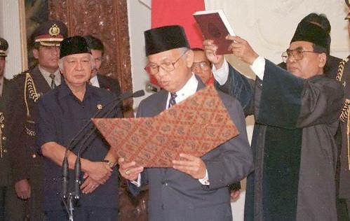 Sumpah Presiden BJ Habiebie 2