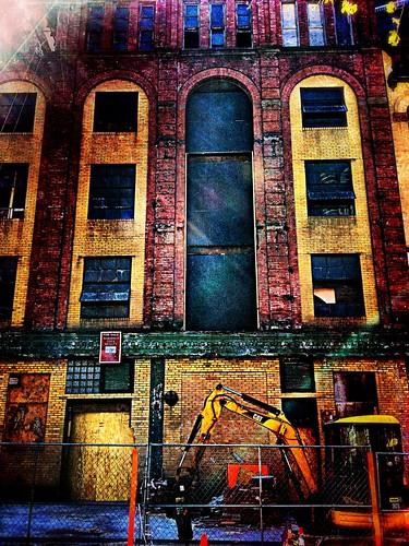 Under Construction by damn_que_mala