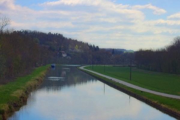 Le canal de Bourgogne à Commissey (Yonne) de