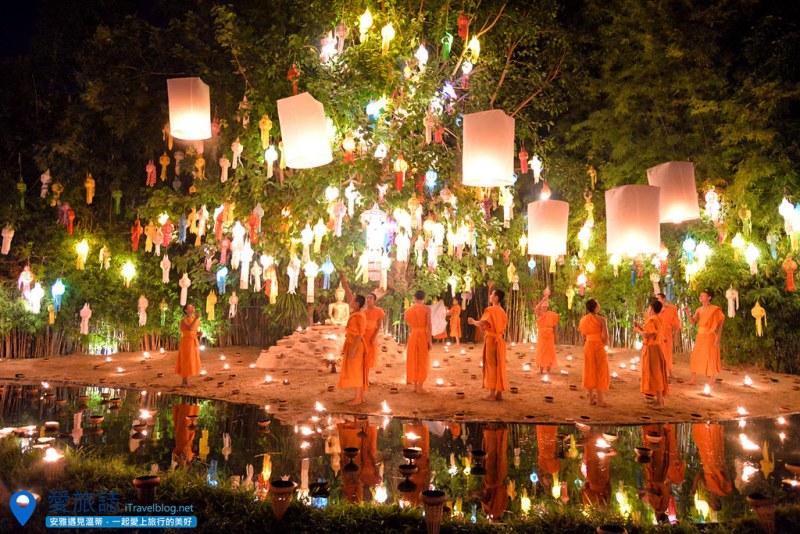 《清迈水灯节》Wat Phan Tao 潘道寺特别企划:小僧施放天灯,免费入场迎接2016年的烛光彩灯倒影