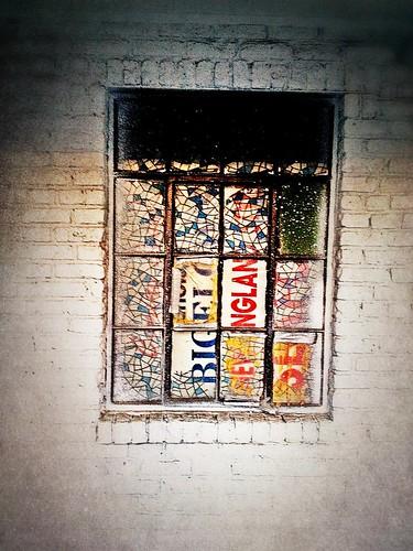 Broken Windows by damn_que_mala