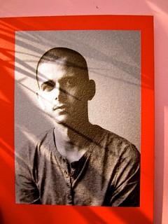 Abdellah Taïa, Ho sognato il re, ISBN 2012. Grafica: Alice Beniero. Risvolto di copertina, fotog. b/n dell'autore [resp. non indicata] (part.), 6