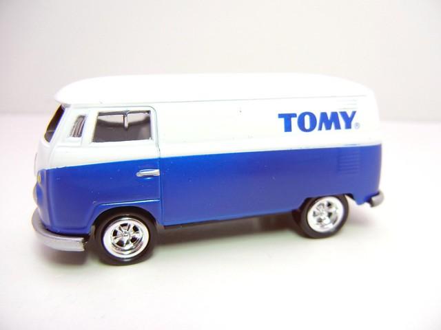 JOHNNY LIGHTNING 1965 VW TRANSPORTER WHT&BLUE (2)