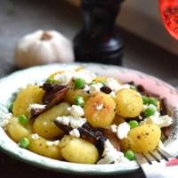 Smörstekt gnocchi med svamp och feta