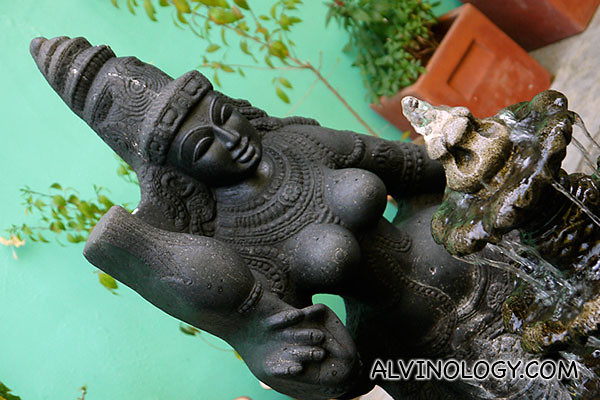 Curvy figurine
