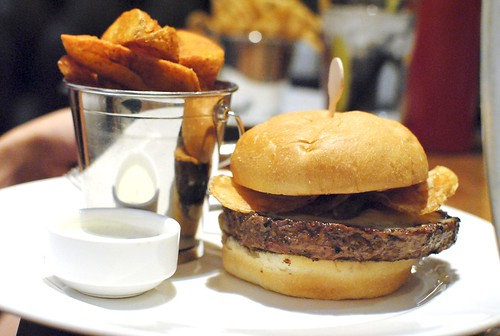 NOM NOM BURGER Kobe Beef, Cheddar Cheese, Potato Chips, 1000 Island Dressing