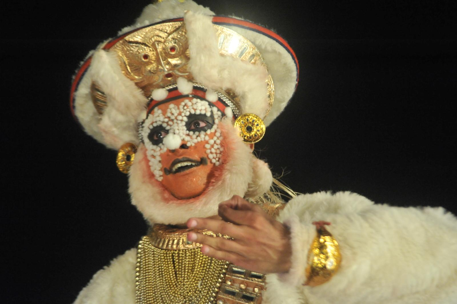 Hanuman pitching in for Sugreeva; Margi Madhu : Koodiyattam - Bali Vadham