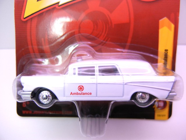 johnny lightning 1957 chevy ambulace (2)
